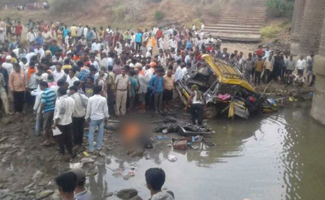 2 Girls Among 6 Dead As Overcrowded Cab Falls Off Bridge In Maharashtra