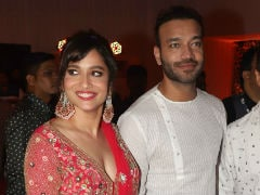 Trending: Ankita Lokhande At Baba Siddique's Iftaar With Boyfriend Vicky Jain. See Pics