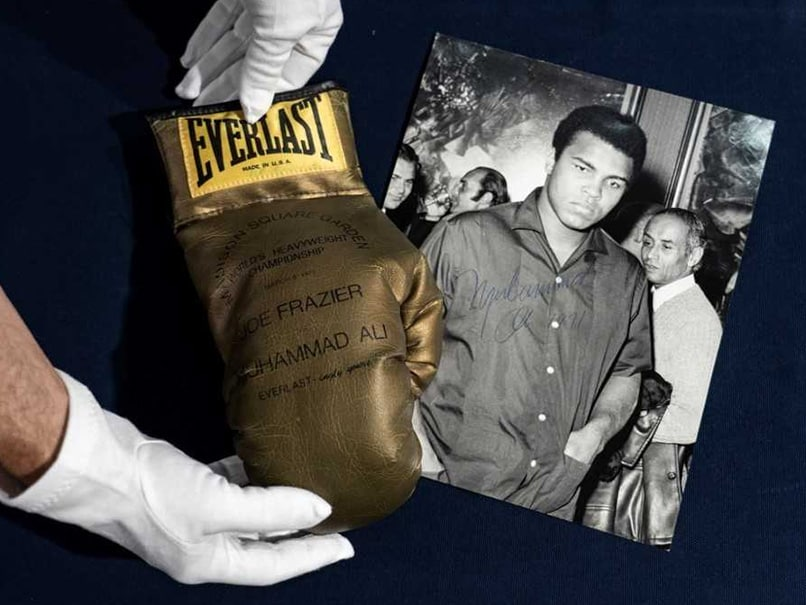 Muhammad Alis Autographed Gold Glove Fails To Sell At Turin Auction