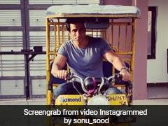 इस बॉलीवुड एक्टर ने चलाया ई-रिक्शा, तो फराह खान ने कहा-लोखंडवाला मार्केट में काम आएगा-देखें Video