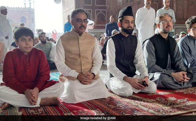 Pakistan Foreign Secretary Offers Eid Prayers At Jama Masjid In Delhi