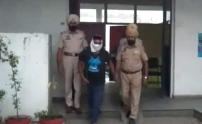पुलिस ने धर पकड़ा ISI का भारतीय जासूस, WhatsApp के जरिए भेजता था खुफिया सूचनाएं