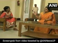 यूपी महिला आयोग की उपाध्यक्ष ने महिला डॉक्टर को कैमरे पर दी पीटने की धमकी, देखें वीडियो