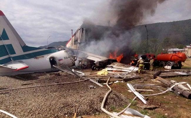 रूस में उड़ान भरते ही विमान में आई खराबी, लैंडिंग के दौरान दुर्घटना में दो की मौत