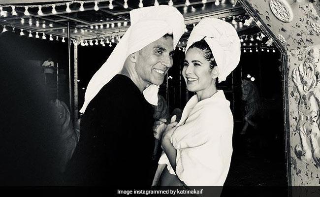 Akshay Kumar, photo taken viral with Katrina Kaif on the head with bath towel