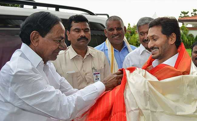 KCR Meets Jagan Reddy, Invites Him For Inauguration Of Irrigation Project