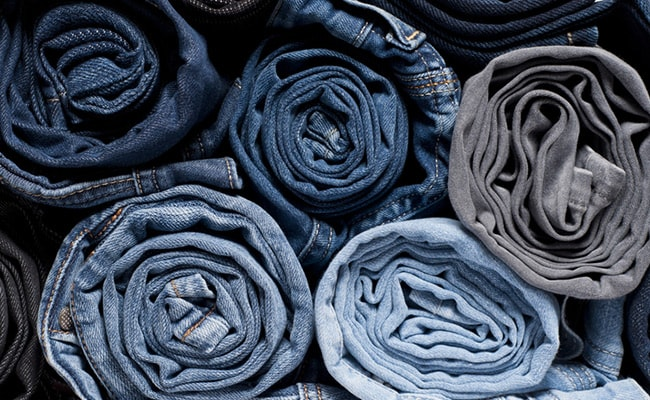 Men Loot Denim Trucks In Delhi Brandishing Toy Guns