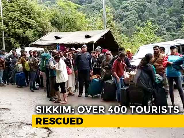 Video : Over 400 Tourists Stranded For 4 Days Evacuated From North Sikkim