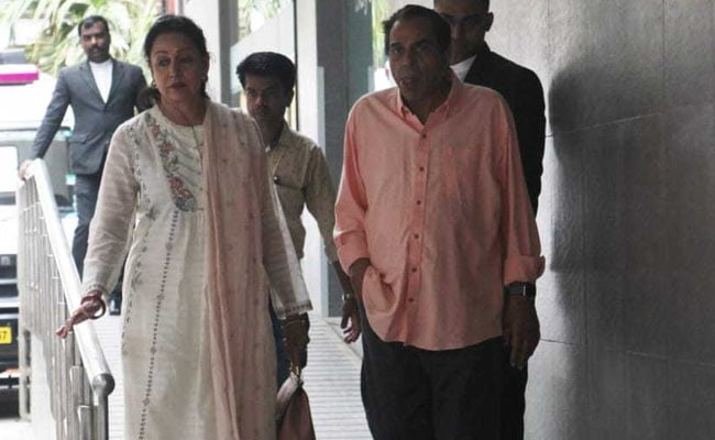 Hema Malini And Dharmendra Visit Esha Deol And Baby Miraya In Hospital. See Pics