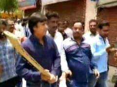On Video: BJP's Kailash Vijayvargiya's Son Beats Officer With Cricket Bat