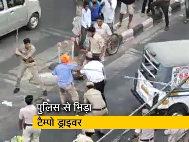 Video : मुखर्जी नगर में हंगामा, 3 पुलिसवाले सस्पेंड
