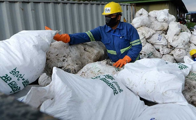 Mount Everest Full Of Garbage. 24,000 Pounds Of Waste Just Removed