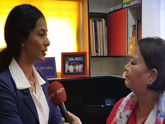 Video : রাতের শহরে মডেলকে হেনস্তা