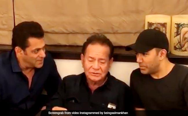 सलमान खान ने पापा सलीम खान के साथ गाया 'सुहानी रात ढल चुकी' सॉन्ग, बार-बार देखा जा रहा वीडियो