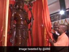 यूपी के मुख्यमंत्री योगी आदित्यनाथ ने अयोध्या में भगवान राम की 7 फुट की प्रतिमा का किया अनावरण