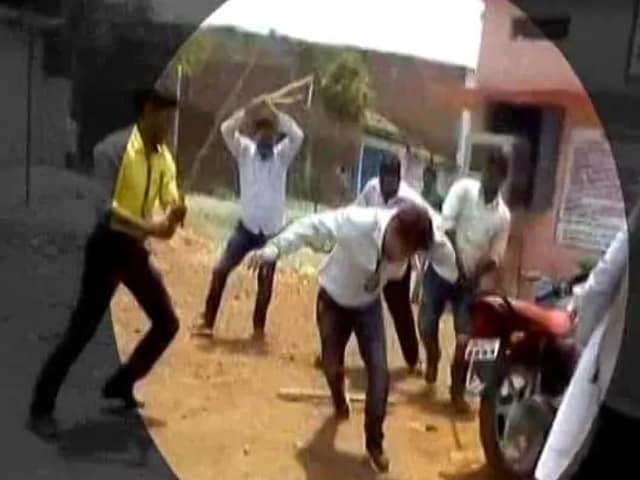 Video : மத்திய பிரதேசத்தில் பாஜக எம்.எல்.ஏ அரசு அதிகாரி ஒருவரை தாக்கியுள்ளார்