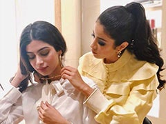 Janhvi Kapoor Does Sister Khushi's Make-Up. See Her 'Amazing' Glittery Eyes