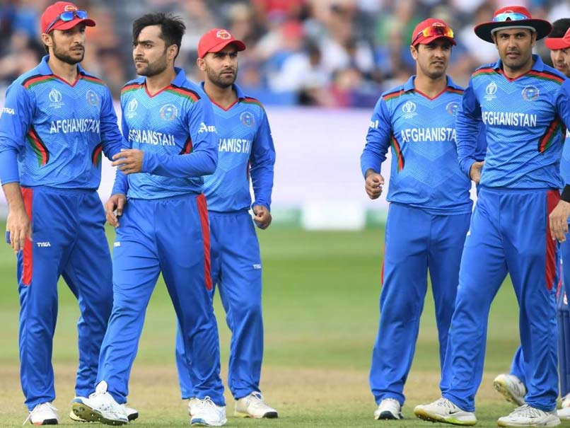 Sri Lankan bowlers bail out batsmen in victory over Afghanistan