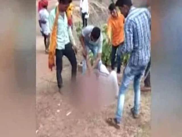 Video : வேறு சமூக ஆணை காதலித்ததால் பெண்ணுக்கு அடி உதை