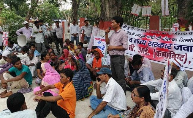 मुजफ्फरपुर में बदहाल स्वास्थ्य व्यवस्था के खिलाफ किया गया विरोध प्रदर्शन