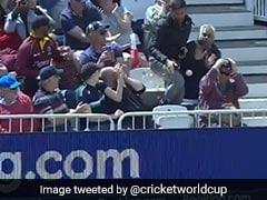 WI vs AUS: स्टेडियम पर छक्के को पकड़ने में फैन ने गिराया अपना खाना, फिर हुआ कुछ ऐसा... देखें VIDEO