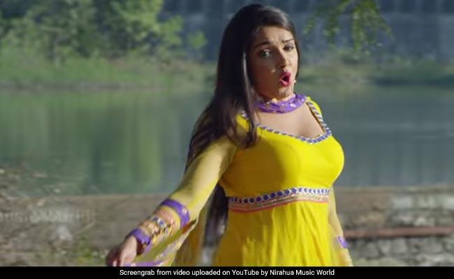 Bhojpuri Cinema: आम्रपाली दुबे ने डांस और एक्सप्रेशंस से जीता दिल, बार-बार देखा जा रहा Video