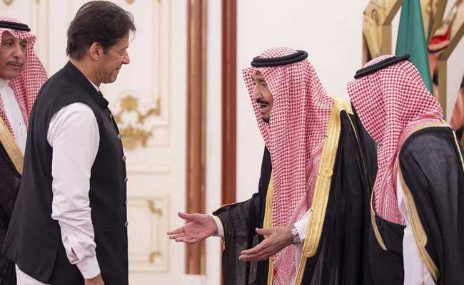 Pak PM Imran Khan Walks Away From Saudi King On Video, Trolled
