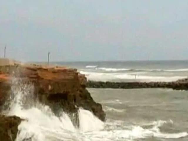 Video : மீண்டும் குஜராத் நோக்கி திரும்பியுள்ள வாயு புயல்