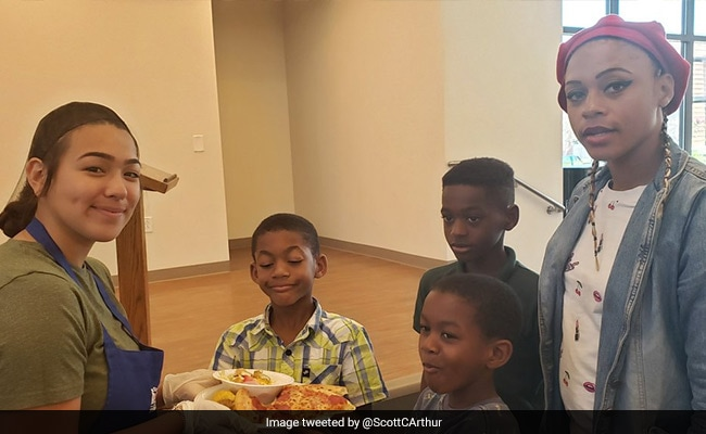Teen Throws Pizza Party For Homeless Instead Of Graduation Bash