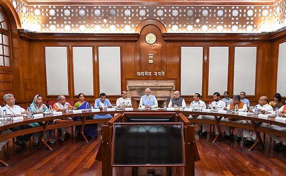 पीएम मोदी की अर्थव्यवस्था में सुधार और बेरोजगारी दूर करने की तैयारी, दो कैबिनेट समितियां गठित