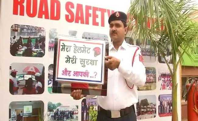 Delhi Traffic Cop Raps 'Tera Time Ayega' For Road Safety. Watch