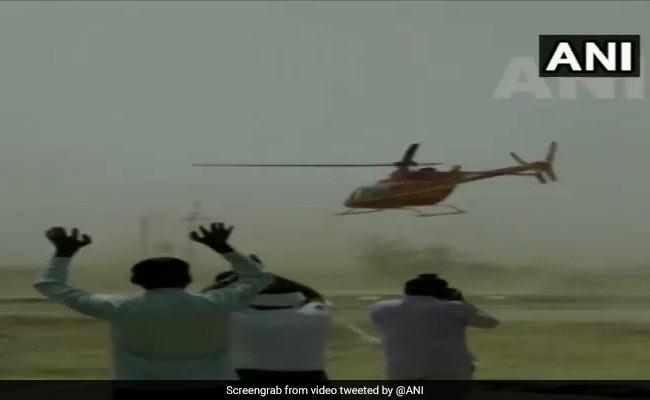 ...जब BJP सांसद को ले जा रहा हेलीकॉप्टर जमीन से कुछ मीटर की ऊंचाई पर ही खाने लगा हिचकोले, देखें VIDEO