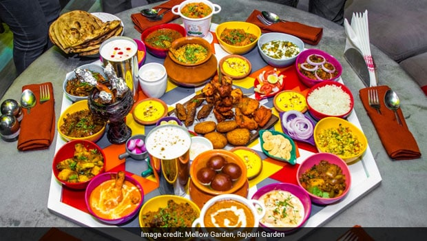 This Gigantic Thali In Rajouri Garden Weighs Approx. 25 Kgs And Has More Than 30 Dishes