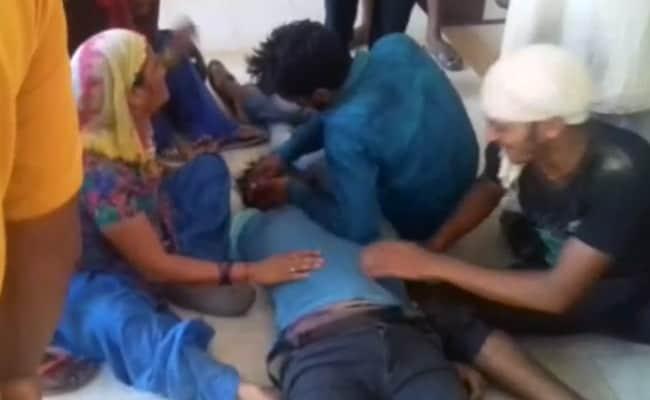 यूपी के बिजनौर में गाड़ियों की चेकिंग के दौरान पुलिस ने कथित तौर पर की शख़्स की पिटाई, मौत