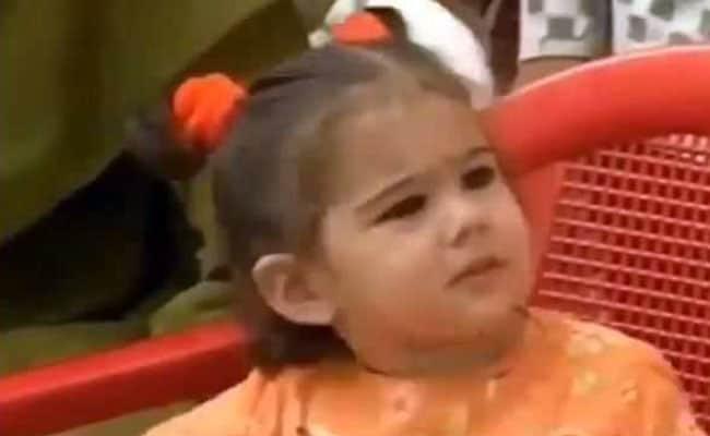 नन्हीं सारा अली खान ऑरेंज फ्रॉक और दो चोटियों में यूं आईं नजर,  वायरल हुआ Video
