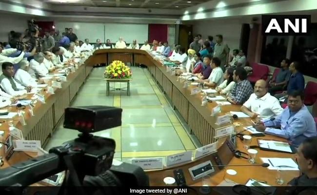 बजट सत्र शुरू होने से पहले PM मोदी सरकार ने बुलाई सर्वदलीय बैठक, सभी पार्टियों के पहुंचे नेता