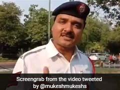Delhi Traffic कॉन्स्टेबल ने सुनाया Rap, बोले- 'हेल्मेट नहीं लगाया तो आपका टाइम आएगा...' देखें VIDEO