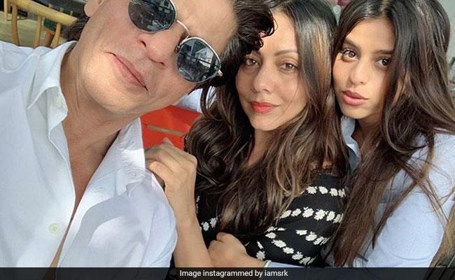 Suhana Khan को ग्रेजुएशन सेरेमनी में मिला अवॉर्ड तो पापा शाहरुख खान बोले- स्कूल खत्म हुआ है...देखें Video