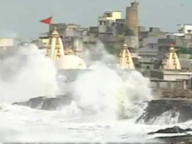 Video : 'திசைமாறியது வாயு புயல்' குஜராத்தை தாக்க வாய்ப்பில்லை!