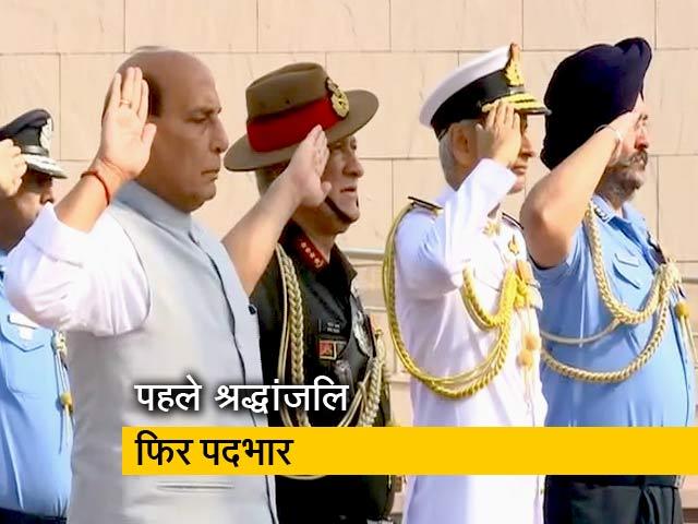 Videos : पदभार संभालने से पहले वॉर मेमोरियल पहुंचे राजनाथ सिंह