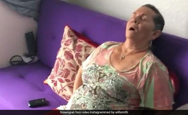 Video: सोती हुई आंटी को मोबाइल की जगह पकड़ा दी चप्पल, सुपरस्टार बोले- मैं भी मम्मी के साथ ऐसा ही करूंगा