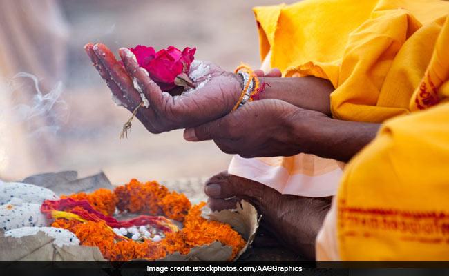 Muslim Family In UP Cremates Hindu Man, Conducts Prayer Meet