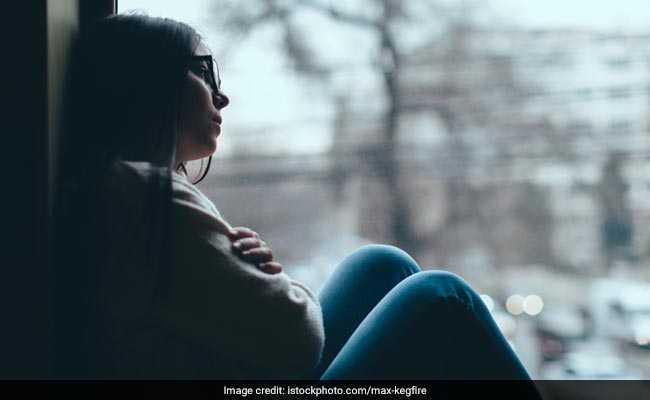 लॉकडाउन और कोरोना के डर ने लोगों के मानसिक स्वास्थ्य पर असर डालना शुरू कर दिया