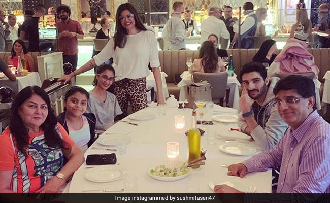 Inside Sushmita Sen's Fam-Jam In Dubai, Rohman Shawl Included