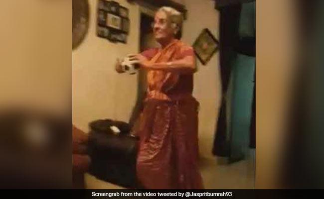 VIDEO: जसप्रीत बुमराह की बुजुर्ग फैन ने उतारी उनकी नकल तो भारतीय गेंदबाज ने कही ये बात