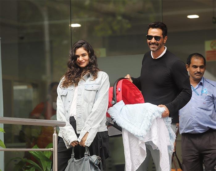 अर्जुन रामपाल ने नवजात बेटे के साथ शेयर की फोटो,  बार-बार देखा जा रहा क्यूट अंदाज