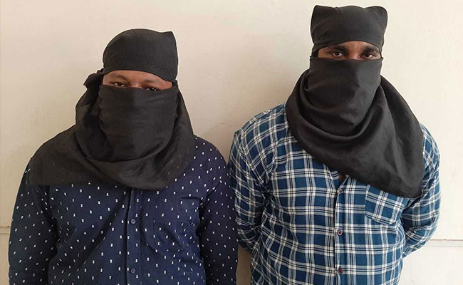 लूट में शतक लगाने वाले शातिर बदमाशों को पुलिस ने किया गिरफ्तार