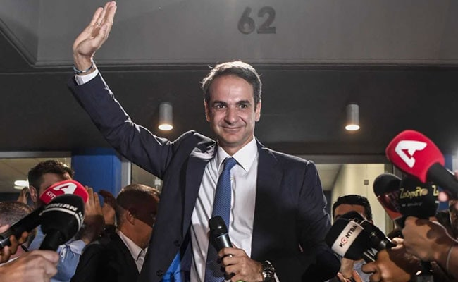 Mitsotakis sworn in as Greek prime minister after resounding win