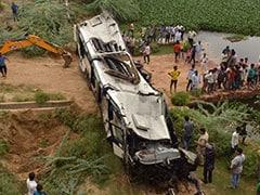 जम्मू कश्मीर में खाई में गिरा टेंपो ट्रैवलर, सात की मौत जबकि 25 हुए घायल