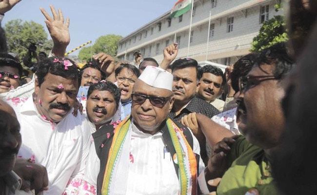 मिलिंद देवड़ा के इस्तीफे के बाद कांग्रेस ने इस नेता को बनाया मुंबई इकाई का अध्यक्ष